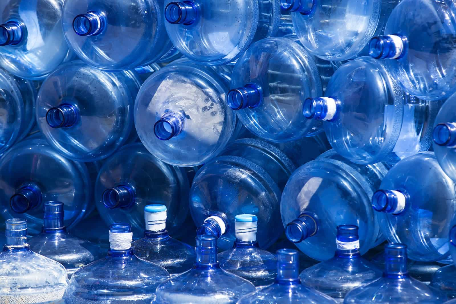 Consommation Fontaine À Eau les aberrations de l'eau en bouteille - laguneo - fontaines